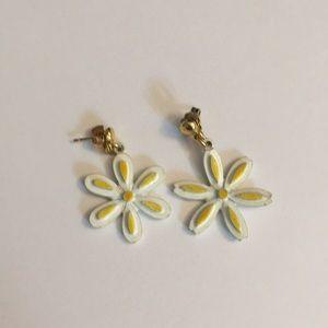 Adorable vintage daisy pierced earrings nice!!